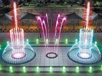 vsyu-trahaetsya-babiy-fontan-mezhdu-nog-supermodeley