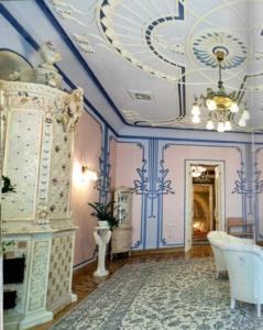 дом с химерами голубая комната